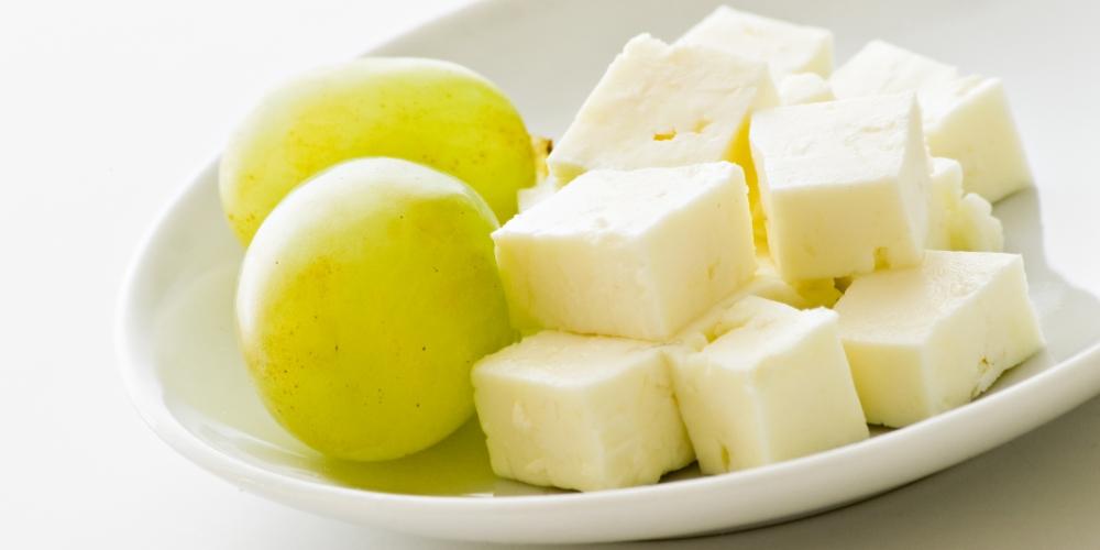 Tartă raw cu brânză de capră şi ulei de cocos Republica BIO